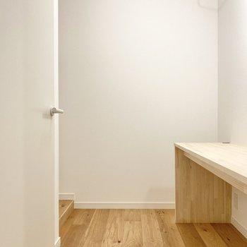 【サービスルーム】収納兼書斎スペースがあるんです。