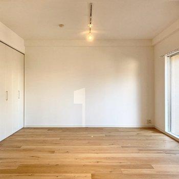 【LDK】正面の壁沿いにテレビを置こうかな。