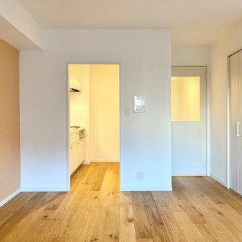 【LDK】クロス×白壁×無垢床で穏やかな気持ちになりますね。