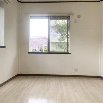 【洋室】こちらは寝室でしょうか。