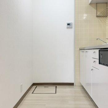 【LDK】冷蔵庫はファミリーサイズのものが置けそうです。