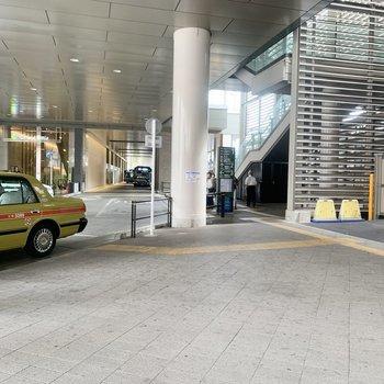改札下には、新座や和光市、吉祥寺行きのバス停があります。