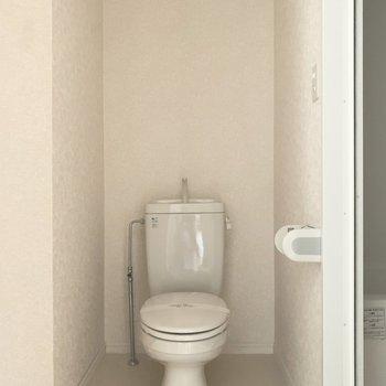 トイレは脱衣所にあります(※写真は7階の同間取り別部屋、通電前のものです)