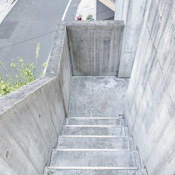 階段も開放的です〜!