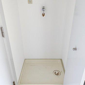 洗濯機置き場。扉で程よく生活感を隠してくれます◯