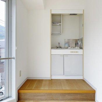 キッチンは小上がりになっています。