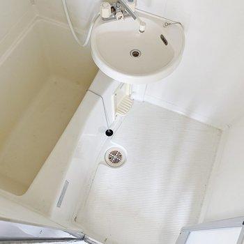 お風呂は2点ユニットタイプ。朝の身支度はこちらで、ささっと!