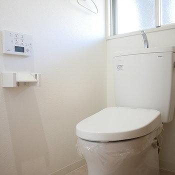 トイレは窓があって明るくいい印象(※写真は3階の反転間取り別部屋のものです)