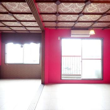 天井もすごいな…。大奥のお部屋みたいです。