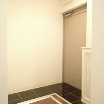玄関のたたきの形が変わっています。L字です。