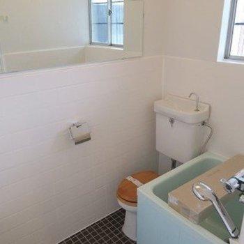 バストイレは同室です。浴槽はコンパクトですが新品に交換します!※写真は似た間取り別部屋のものです