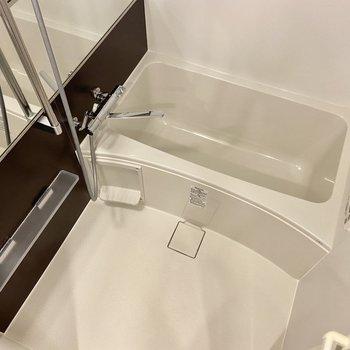 浴室乾燥機にワイドな鏡が嬉しい!