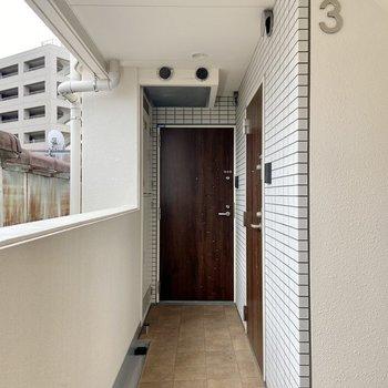 お部屋は階段を上がって突き当たりにあります。