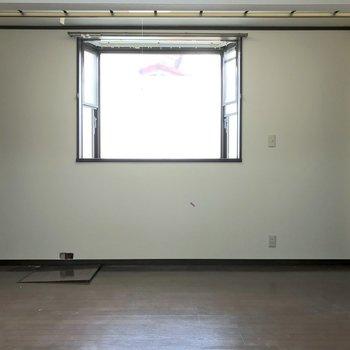 このスペースをパーテーションで仕切ることが可能です。※写真は前回募集時のものです