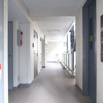 【共用部】きれいな廊下。