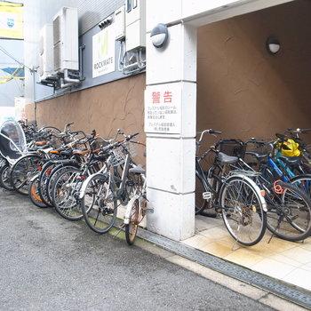 【共用部】自転車はマンションの表に置きます。