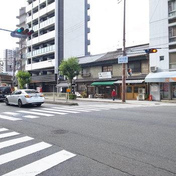 【周辺環境】大通りは常に車が通っているようです。