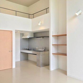 キッチンの上にはロフトスペースがあります。