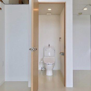 トイレはこちらにありました。