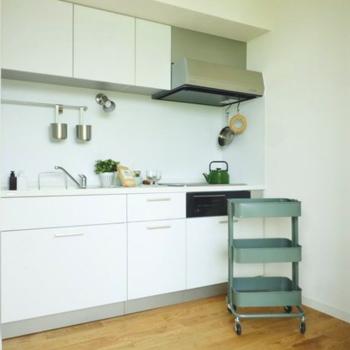 ホワイトを基調とした、オリジナルキッチン。