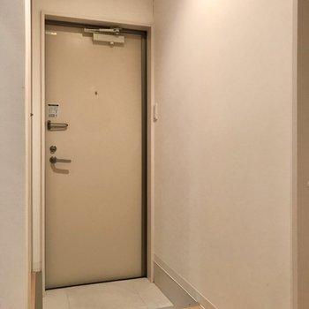玄関あけてすぐ洋室が見えないのがいいなぁ