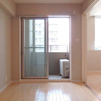 洋室は4.5帖。ダブルベッドだけ置くのが良さそう(※写真は2階の同間取り別部屋のものです)
