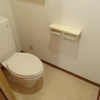 ペーパー2つ設置できるの助かる♬(※写真は2階の同間取り別部屋、清掃前のものです)