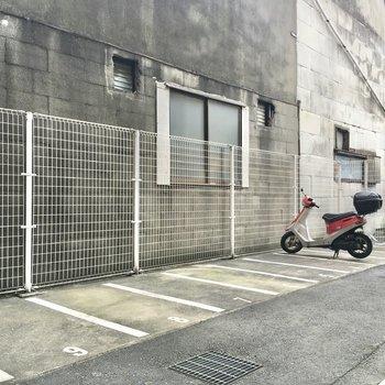 バイク置き場もありますよ。