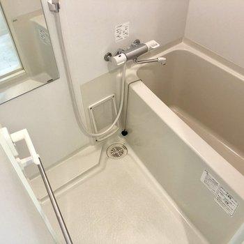 お風呂ひろいですね〜。※写真は4階の同間取り別部屋のものです