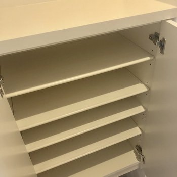 シューズボックスはコンパクトです。※写真は4階の同間取り別部屋のものです