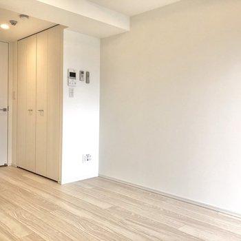 扉や床も白で統一されており、爽やかな雰囲気を感じます。