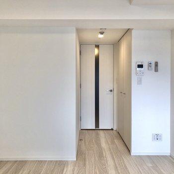 収納が廊下側を向いているので家具の配置に干渉しにくいですよ。