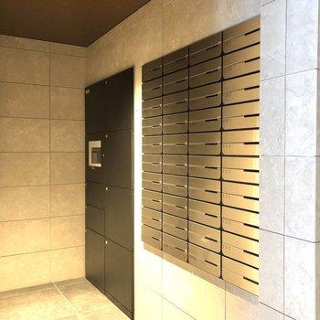 郵便受けや宅配ボックスもあります。
