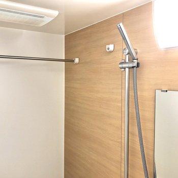 浴室乾燥機もついています!※写真は12階の反転間取り別部屋のものです