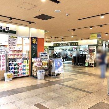 ドラッグストア、スーパーなどもあり、日々のお買い物には困らなそうですよ。