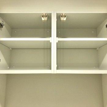 上部には棚もあります。