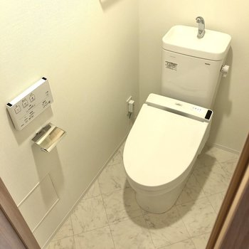 トイレは洗面所のお隣に。