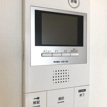 オートロック、TVモニター付ドアホンなので防犯面も安心ですね。