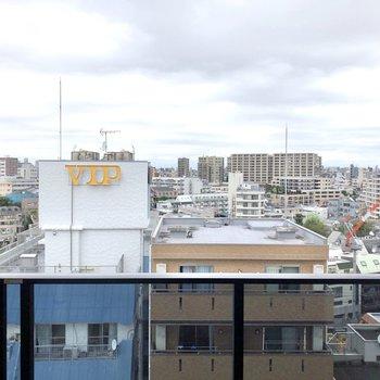 バルコニーからの眺望です。開けていて、街を見渡せます。