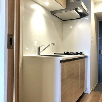まずはキッチンから。冷蔵庫は左側のスペースに置けます。