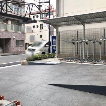 駐輪場はエントランス入り口にあります。