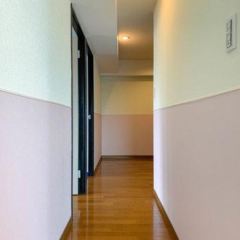 廊下へ。2層になったジェラートのような空間。