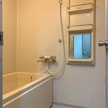 お風呂はシャワーヘッドが新しいタイプに交換されています。