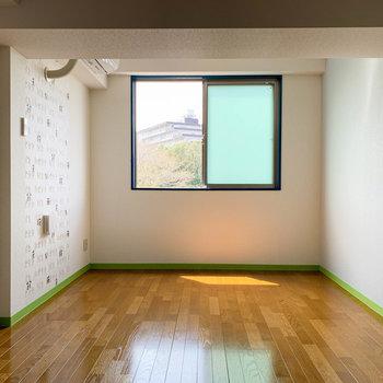 【洋室7.8帖①】お子さんの部屋などに良さそうな洋室。