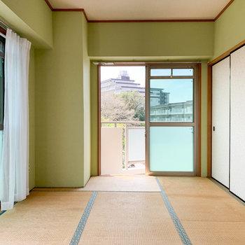 【和室】壁紙や照明はリフォームされていました。