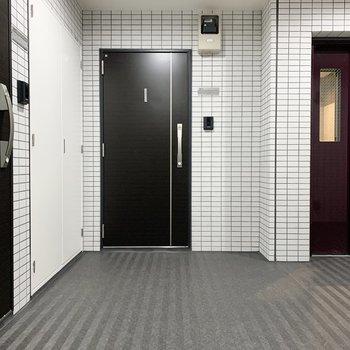 お部屋はエレベーターのお隣。