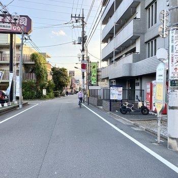 お部屋最寄りのバス停。お部屋から近く移動に便利ですよ。