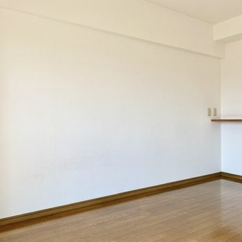 【LDK】落ち着きのあるブラウンと白壁がいい感じ。