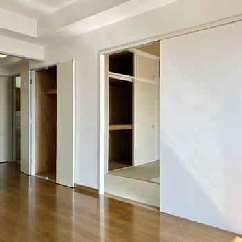 【LDK】こちらの引き戸は和室に続いています。