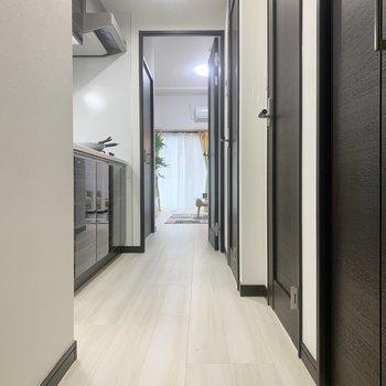 廊下はゆとりがあり、動線が確保しやすいです。